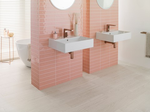 Powdered Pink + Lounge brassware in copper finish: sweet & chic