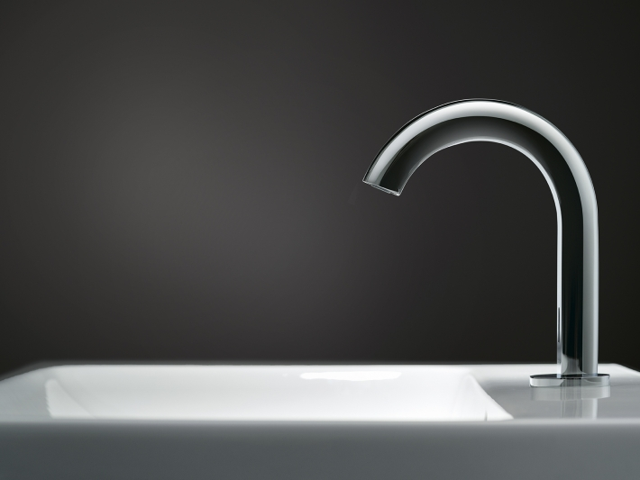 Tap system Piave top mount on ceramic by Geberit.