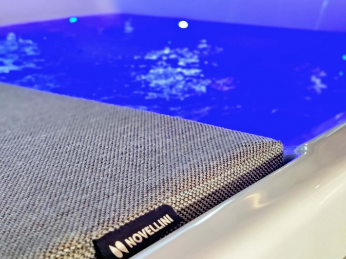 Divina Outdoor Spa by Novellini.