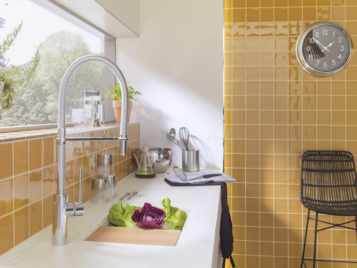 Ochre Yellow + Spring kitchen tap: light up your culinary senses