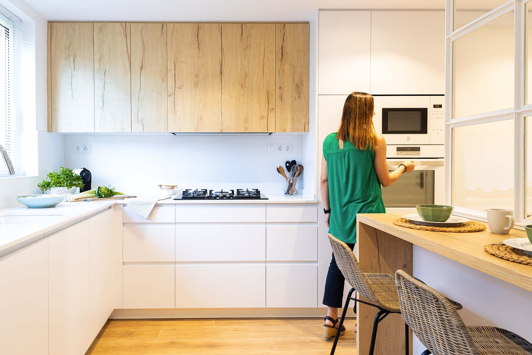 La cocina creada por Laura Martínez es luminosa y acogedora.